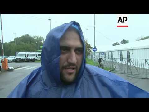 Migrants arrive in Slovenia from Croatia