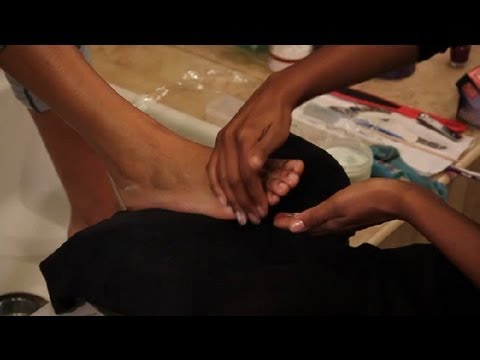 Overnight Moisturizing Remedies for Your Feet : Pedicures & Foot Care