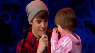 Justin Bieber and Jazzy Singing Home For The Holidays