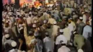 Tahir ul Qadri goes in to Wajd on the Sher e Eteqaaf Lahore