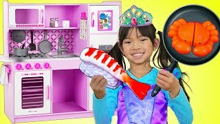 Download Emma Pretend Play w/ Princess Ariel Costume & Restaurant Kitchen Toys Video