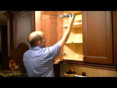 The Kitchen Gurus - Rene van Boom - How to adjust cabinet doors