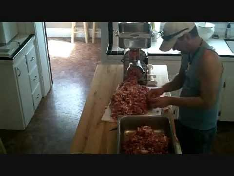 making sausage pt3 grinding meat with weston #32