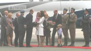 Prince George persuaded by Prince William to leave airplane