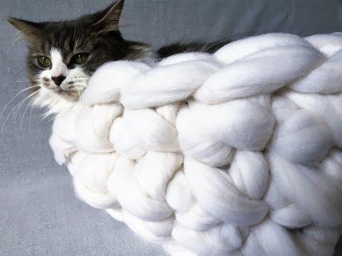 HAND CROCHET MERINO WOOL CAT BED IN 20 MINUTES.BECOZI