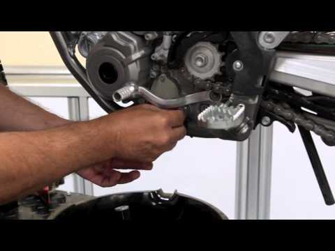 Dirt Rider Tech: How to change oil on a KTM 350SX-F
