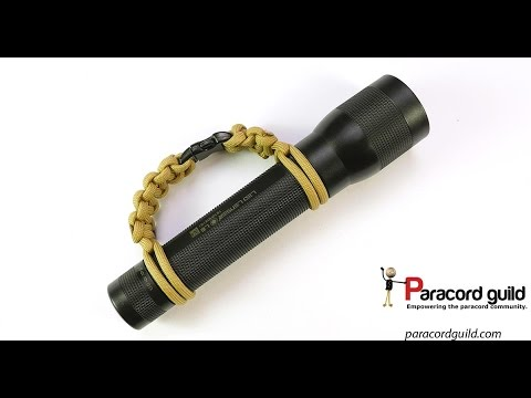 Simple paracord flashlight handle