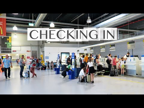 The BASICS of Checking In - Frankfurt Hahn Airport - Ryanair