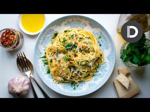 Spaghetti Aglio E Olio: 5 Ingredient Pasta Recipe!