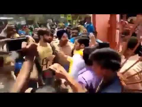 Indian Sikh officer saves Muslim youth from mob