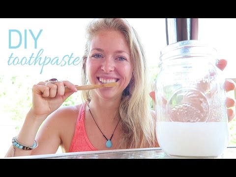 HOW TO MAKE NATURAL TOOTHPASTE  with Coconut Oil + Baking Soda // Vegan + Organic