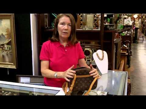 Louis Vuitton Bag Purse, Authentic Louis Vuitton shoulder bag purse.
