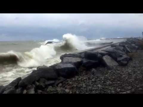 15 Foot Waves in Lake Ontario, Oswego NY 11-13-2015