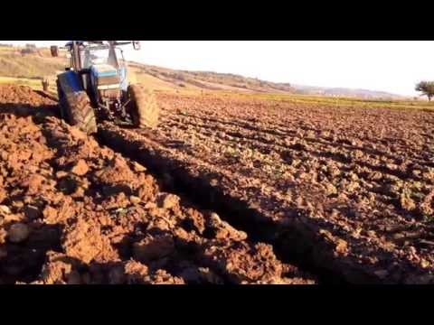 Plowing with two tractors John Deere 7810 & New Holland TM190