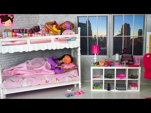 Barbie Sisters Bunk Bed Bedroom Morning Routine - Playing with Doll House Bathroom Tub