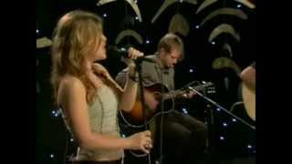 Download Kelly Clarkson - 01 - Behind These Hazel Eyes (Acoustic Live on VH1 - 18 January 2005)