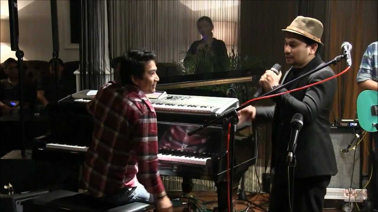 Download Tompi ft. Ari & Indra Lesmana - Menghujam Jantungku @ Mostly Jazz 17/02/12 [HD] MP3 Gratis