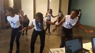 BONDA GIRLS HIGH STUDENTS DANCING LIKE CRAZY AT A SCHOOL FUNCTION