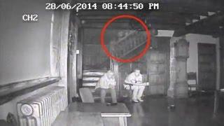 Bienvenido a Doc Tops.  Desde sombras aterradoras hasta lugares que nunca deberías visitar, estos son 5 fantasmas escalofriantes captados en cámara.    Si te gusto el video ponle like y suscríbete.  Video anterior: https://youtu.be/zC5djA9tKfg Video anterior: https://youtu.be/c78bfD-zCPc  SUSCRÍBETE A MI CANAL: https://goo.gl/2uWCFL SÍGUEME EN FACEBOOK: https://goo.gl/Ysfjuq      Background audio copyright Kevin MacLeod (incompetech.com) Licensed under Creative Commons: By Attribution 3.0 http://creativecommons.org/licenses/by/3.0 Outro audio: https://soundcloud.com/jackalproducer/jackal-shakedown-original-mix