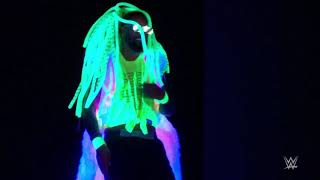 Naomi & Jimmy Swap Entrances