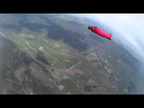 Learning to fly a Wingsuit