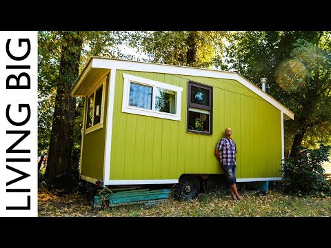 How to build a small house for free -
