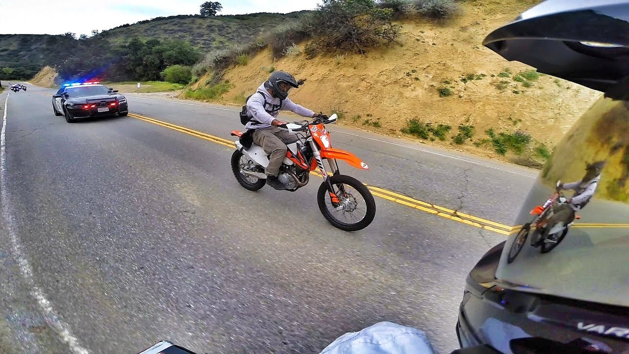 DIRT BIKE POLICE CHASE IN THE CAYNONS!