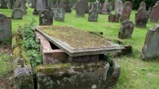 سمعت امرأة صوت يخرج من هذا القبر .. أقتربت منه و ما وجدته كان صدمه لكل إنسان !!