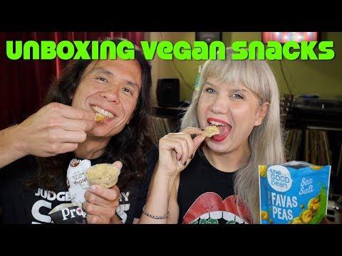 Unboxing + Trying Vegan Cuts Snack Box