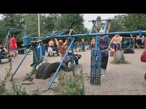 Hardcore outdoor gym in Kiev has equipment made from WWII tanks
