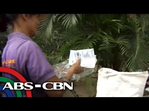 Bandila: Mga naiwang basura sa botohan, pinagkakitaan