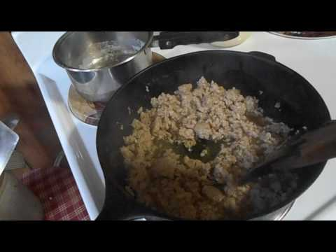 How to make homemade sausage gravy and biscuits