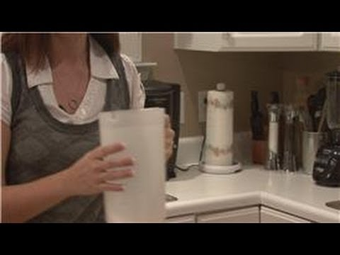 Housecleaning Tips : Cleaning Plastic Water Containers Using Baking Soda