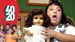 40 y 20 - T4 - C-09 | Toña poseída por una muñeca diabólica - Distrito Comedia