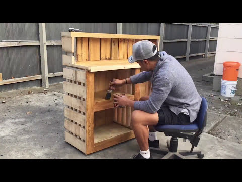 DIY Bar Using Pallets