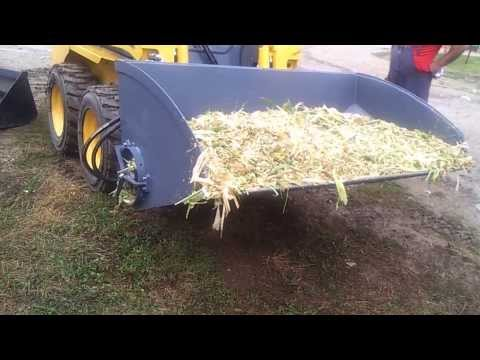 Silage unloading bucket with auger for skid steer GEHL