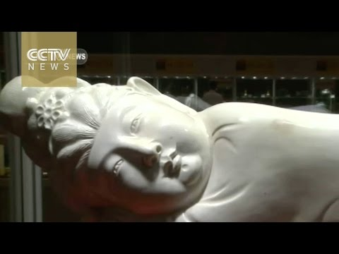 Porcelain pillow sells for 316 million yuan in Macao