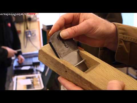 Interviewing Niwaki about how to set up a Japanese hand plane