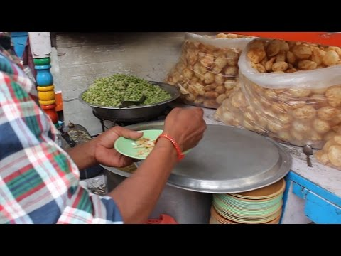 masala puri panni puri bhel puri stall   Indian street food