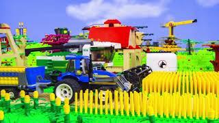 Les enfants se replient sur LEGO World - Ils jouent avec un camion de pompiers - Toys for kids