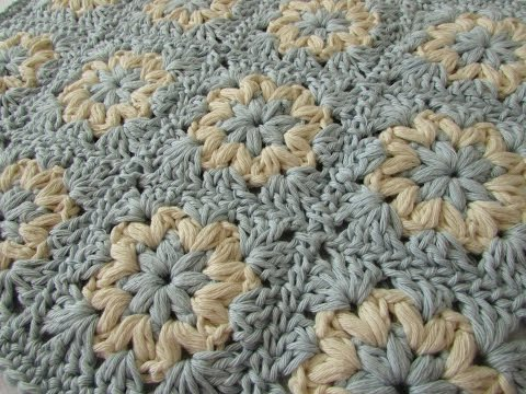 How to crochet a puff stitch granny square blanket / afghan