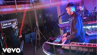 Disclosure ft Sam Smith perform Omen in the BBC Radio 1 Live Lounge  http://vevo.ly/KcukAH