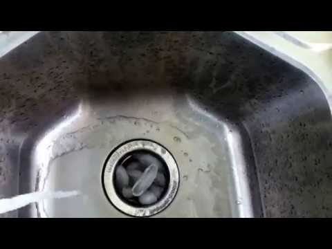 Clean disposal with ice cubes