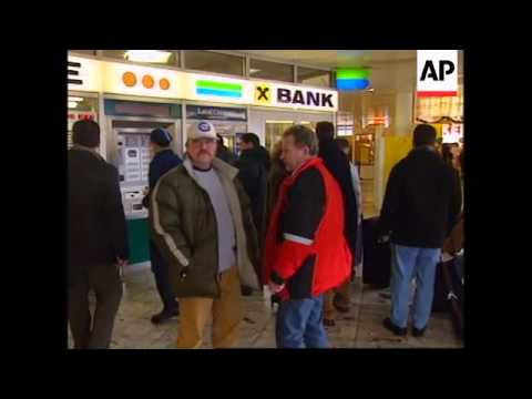 People of Vienna get used to euro coins and notes