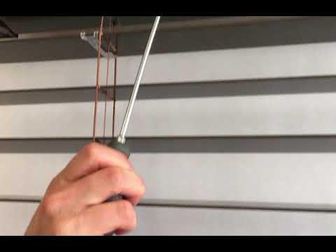 Cordless Lift & Lock Horizontal Blind Adjustment