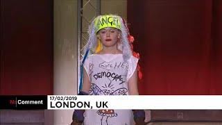 شاهد: عرض أزياء من نوع خاص بأسبوع لندن للموضة