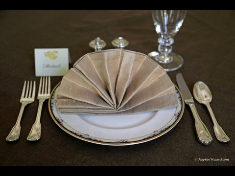 Napkin Folding - Fancy Fan