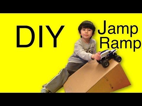 DIY Jump Ramp for toy cars! おもちゃの車用のジャンプ台を手作りして遊んだよ。