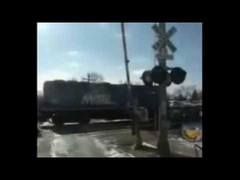 Malfunctioning railroad gates in Villa Park