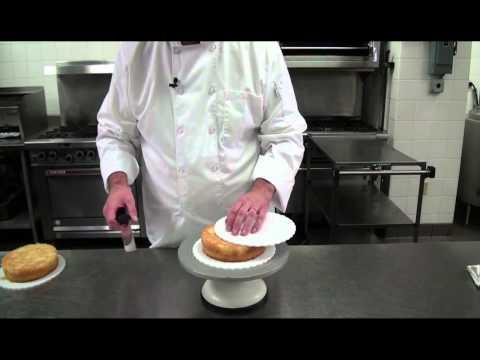 Baking: Cutting cake layers